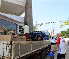 Nic helps load the bikes at Negombo for the transfer