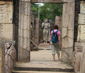 Julie enters temple in Polonnaruwa