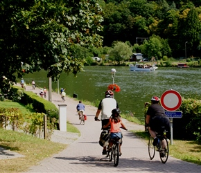 Lester, Ruby and Linda descend to the River Meuse Cycleway