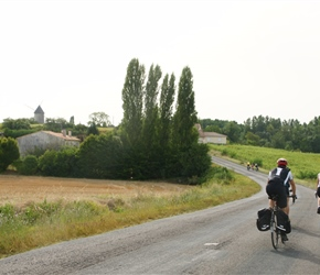 20.08.2012-CTC-Chateau---Jonzac-(9)-Robin-and-Suzanned-towards-Jonzac.jpg