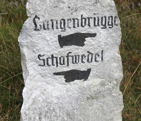 Stone painted road sign to Shafwedel