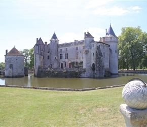 Sundial and Chateau de La Brede